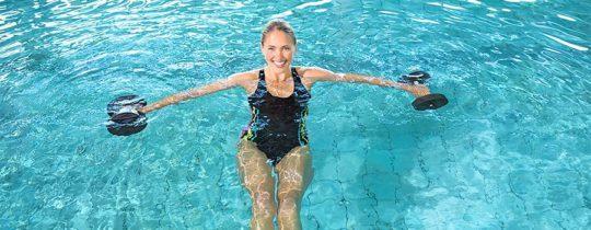 похудел плавая в бассейне