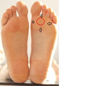 Много ступней ног на фото 11
