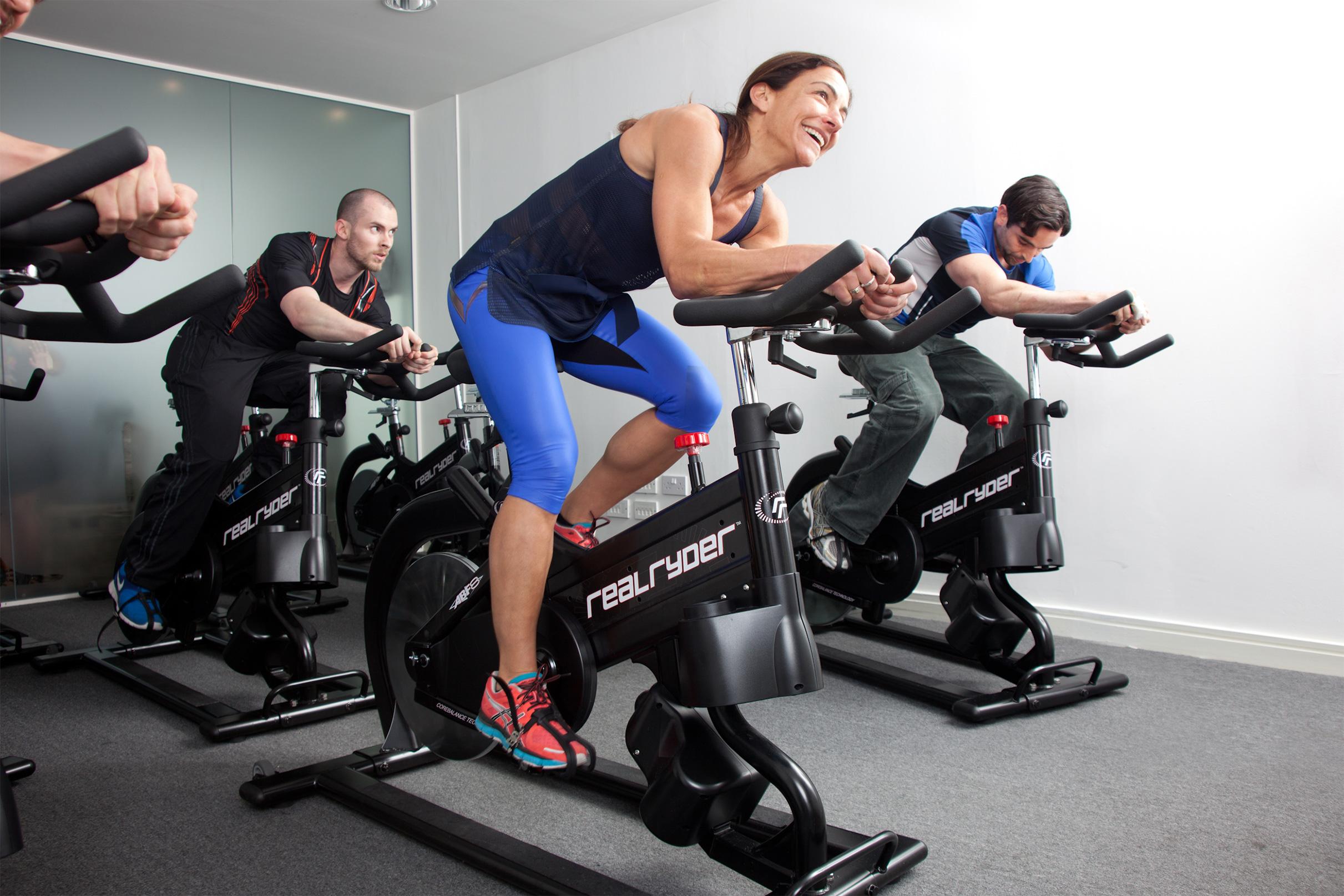Тренировка на велотренажере картинка