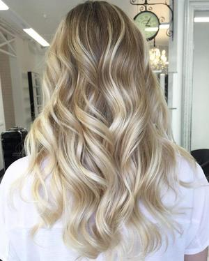 Амбре на обесцвеченных волосах с разными прядями