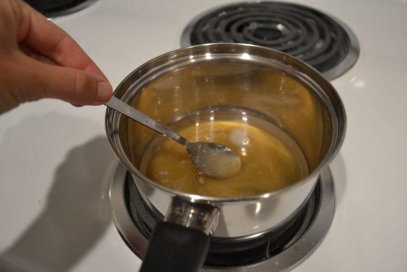 Как правильно растопить мед в стеклянной банке без потери им свойств